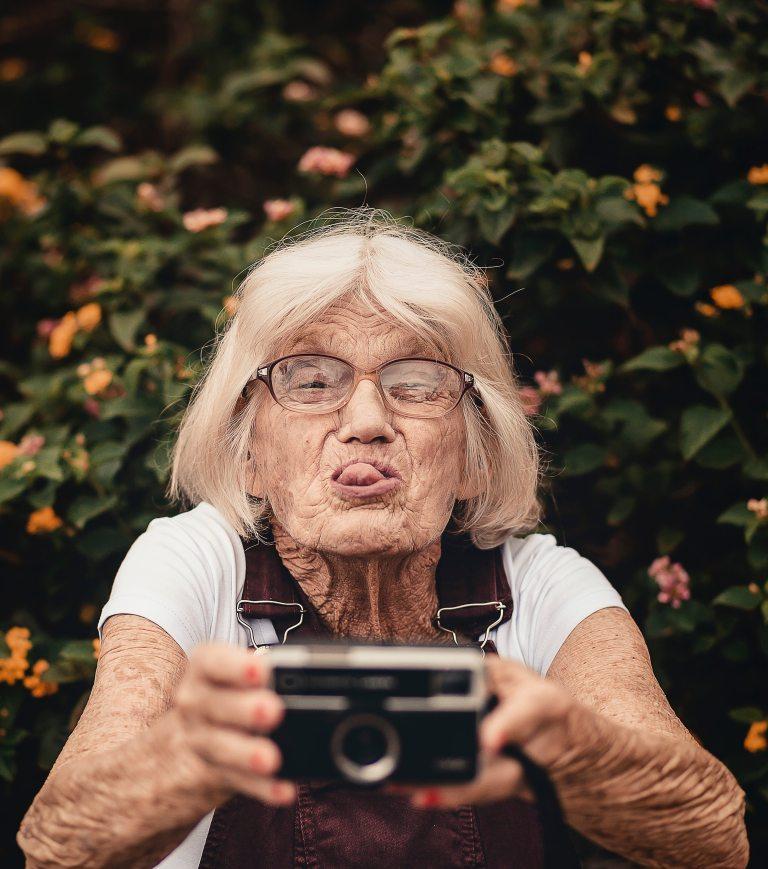 woman-taking-selfie-2050979(1)
